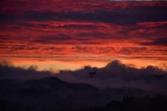 DSC_5415 (griecocathy) Tags: paysage lever soleil ciel nuage brume montagne noir bleu jaune rouge oranger rose violet