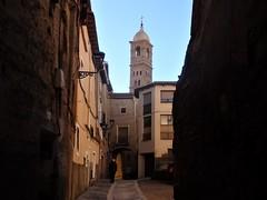 Casco histórico de Tarazona. (EduOrtÍn.) Tags: calle arco tarazona torre mudejar aragón farola