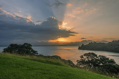 181210_2443 Anzac Bay, New Zealand (MiFleur...Thanks for visiting!) Tags: newzealand travel sunset coucherdesoleil anzacbay waihibeach clouds sky sunrays plage mer ocean water eau beach sea