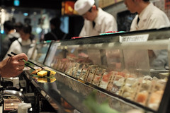 Uogashi Nihon-ichi, Shibuya, Tokyo, Japan (Plan R) Tags: people chopsticks sushi uogashi standing shibuya restaurant leica m 240 noctilux 50mm counter nigiri case