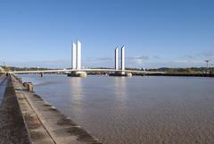 Pont Jacques Chaban Delmas, Bordeaux, France (Tiphaine Rolland) Tags: bordeaux france gironde autumn automne 2018 nikond3000 nikon d3000 pontjacqueschabandelmas pont bridge jacqueschabandelmasbridge eau water river rivière garonne