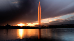 Jet d'Eau on Lac Leman (Capchure.ch) Tags: switzerland geneva fountain jet deau sunset lake long exposure clouds