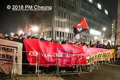 """Rechter Aufmarsch von """"Wir für Deutschland (WfD)"""" und antifaschistische Gegenproteste – 09.11.2018 – Berlin - IMG_9177 (PM Cheung) Tags: wirfürdeutschlandwfd trauermarschfürdieopfervonpolitik antifa gegenprotest berlinmitte demonstration verbot andreasgeisel novemberpogrome 09112018 regierungsviertel tiergarten hauptbahnhofberlin neonazis afd rechtspopulisten berlingegennazis 80jahrestagreichspogromnacht wfdaufmarsch auchnach80jahren–keinvergessenkeinvergeben reclaimclubculture faschismuswegbeamen polizei pmcheung demo protest kundgebung 2018 protestfotografie pomengcheung mengcheungpodemo antifaschisten b0911 wwwpmcheungcom rechtsruck berlinerbündnisgegenrecht lichtangegennazis facebookcompmcheungphotography"""