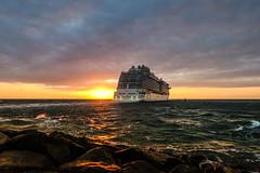 Cruising (*AdeCo*) Tags: cruiseship regalprincess cruising ocean holiday ostsee balticsea water sunshine sunset reflection passengers seavoyage waves clouds night nightlight