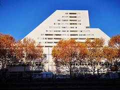 Terassenhaus Kleiststraße (Berliner1963) Tags: sky himmel blue blau white weiss architecture architektur terassenhaus kleiststrase schöneberg berlin germany deutschland fridtjofschliephacke