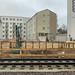 Neue Bahnschienen und Baustelle bei Clarenbach Kirche nahe Aachener Straße in Köln