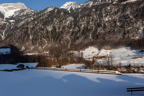 SBB RABDe 500 ICN als Ski-Extrazug bei Mitlödi