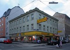 dingsda (Wolfgang Bazer) Tags: columbusgasse pernerstorfergasse favoriten dingsda strasenecke street corner shop geschäft kindermoden childrens fashion wien vienna österreich austria