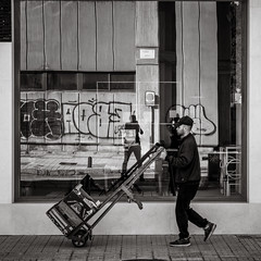 passing by (Gerard Koopen) Tags: spanje spain espana malaga city urban man passingby straat street straatfotografie streetphotography streetlife window reflections bw blackandwhite blackandwhiteonly sony sonyalpha a7iii 2018 gerardkoopen gerardkoopenphotography
