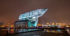 Porthouse in Antwerpen - Ein Leuchtturm für die Welt (frankwinkler1969 - busy) Tags: hafenhaus porthouse havenhuis antwerpen belgien sny a7riii fe2414 gm nacht dunkel lichter lights dark night