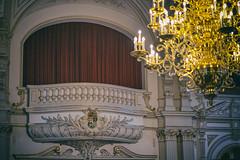 Logenplatz - box seat (ChristianMandel) Tags: logenplatz boxseat schlosssaal castlehall schlossoldenburg oldenburg norddeutschland kronleuchter candelabra ilce7iii sonya7iii voigtländer15mmf45iii