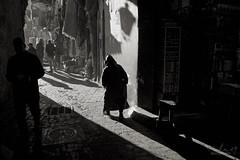 Ombres et soleil (Tilemachos Papadopoulos) Tags: qoq fuji fujifilm fujinon outdoor mono monochrome contrast people street souk shadow jemaaelfnaa light lines xe2 texture bw blackandwhite mirrorless morocco marrakech