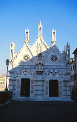 Santa Maria della Spina, Pisa (demeeschter) Tags: italy toscana pisa architecture leaning tower medieval church basilica city town river cathedral religion roman unesco world heritage attraction building museum