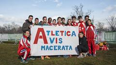 Il Gruppo mezzofondo Avis Macerata ai Campionati Italiani di Cross con lo Striscione della Società