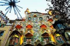 Could you deny another shot to this? (Fnikos) Tags: street building architecture decor decoration column lamp light sky tree wall window balcony modernismo casabatlló gaudí nature outdoor