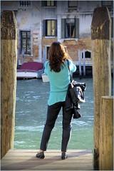 Vista al sole (Michelecimitan) Tags: michelecimitan venice venise venezia vénétie veneto canal canale eau water acqua woman femme donna italie italy italia europe europa river