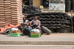 Street vendors (10b travelling / Carsten ten Brink) Tags: 10btravelling 2017 accra africa african afrika afrique carstentenbrink elmina ghana ghanaian goldcoast gulfofguinea iptcbasic places westafrica coast shore snack streetvendor tenbrink vendors women