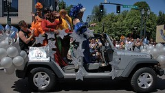 Drag Queens (Scott 97006) Tags: parade drag queens jeep costume festive fun rubicon wrangler stars balloons