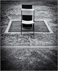 Lomography (Black and White Fine Art) Tags: lomography lomo debonair toycamera camaradejuguete plasticcamera camaradeplastico kodakbw400cnexp2007 películaexpirada expiredfilm silla chair lightroom 3 silverefexpro2 sanjuan oldsanjuan viejosanjuan puertorico bn bw