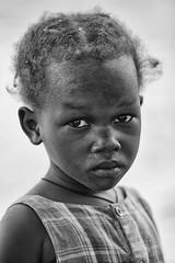 la tristezza nel tuo sguardo (mat56.) Tags: ritratto ritratti portrait portraits people persone bambina bimba child bianco black nero white sguardo look viso face isola island sipo villaggio village senegal africa occhi eyes antonio romei mat56 espressione expression