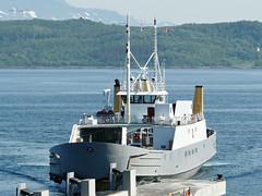 """Vaggasvarre"" (OlafHorsevik) Tags: vaggasvarre ferge ferga ferry ferja e ferje toppsundet bjørnerå stornes bjørklids torghattennord thn"