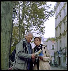 28a Lost in Montmartre (LANCEPHOTO) Tags: france paris monmartre lost people solutionsvx200 color 35mmfilm robotcamera robotstar25 berningrobot squareformat 24x24 film4life c41 filmphoto filmphotography