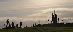 "Knockavoe ridge (conall..) Tags: nikon ""afs"" nikkor ""f18g"" lens 50mm prime primelens nikonafsnikkorf18g strabane battle knockavoe battleofknockavoe cnocbuidhbh backlit backlight intothelight silhouette posts fencepost wire barbedwire barbed broken men cross children people standing"