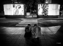 en passant par KL (Jack_from_Paris) Tags: p1000228bw panasonic dmcgx8 micro 43 pancake14mmf25asph pancake raw mode dng lightroom rangefinder télémétrique capture nx2 lr monochrom noiretblanc bw wide angle kl kuala lampur street night soirée evening nuit tour affiche parrot perroquet amazone klcc