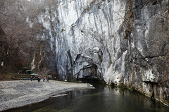 Geibi gorge (Elios.k) Tags: horizontal outdoors people many group tourists japanese cruise river satetsuriver satetsu water nature gorge cliff rock stone trees colour color travel travelling december2017 vacation canon 5dmkii camera photography geibikei geibigorge ichinoseki hiraizumi iwateprefecture tōhokuregion tohoku honsu asia japan