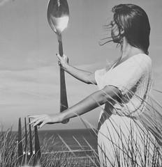2018 - 11 Noordwijk (Steenvoorde Leen - 11.3 ml views) Tags: 2018 noordwijk noordwijkaanzee strand beach kust kuste breakers strandtent girl poster affiche vork pose badplaats zuidholland
