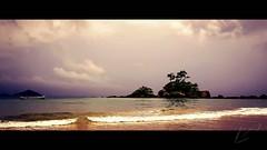 Catelianos Beach - Ilhabela/SP - Brazil (Enio Godoy - www.picturecumlux.com.br) Tags: beach clouds sea waves ilhabela brazil catelianosbeach mobile mobilephotography mobiography samsungs8