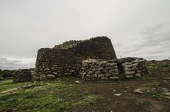 DSC_7236 Nuraghe Losa : Il Mastio ,originariamente a tre piani risale al 2000 a.C.. Il bastione trilobato ci riporta alla tarda età del Bronzo . (sandromars) Tags: italy sardiniaisland nuraghelosa 2000bc latebronzeage