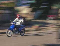 av. libertad (none_user) Tags: obera misiones campus 110cc instantanea saludo moto motociclista urbano transito calle coincidencia espontaneo casualidad