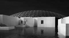 Louvre Abu Dhabi #1 (Thunderbird61) Tags: louvre abudhabi unitedarabienemirates uae museum monochrome orient bw zw nb sw schwarzweis blacjwhite noirblanc neroblanco nigeralbus zwartwit architecture modernarchitecture pentax pentaxart sundaylights reflections