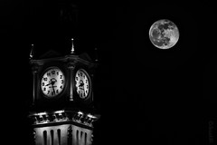 Testigo de Cargo (*Nenuco) Tags: torre tower reloj valencia edificio puerto port luna moon nikon d5300 jesúsmr absoluteblackandwhite