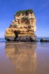 Em algum lugar perto de Lagos / Quelque part près de Lagos (Jacques Lebleu) Tags: plage océan lagos portugal rocher végétation atlantique reflet sable eau algarve
