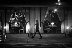 Chorzów 2018 (Tu i tam fotografia) Tags: blackandwhite noiretblanc enblancoynegro inbiancoenero bw monochrome czerń biel czerńibiel noir czarnobiałe restauracja restaurant polska poland ulica street streetphoto fotografiauliczna streetphotography chodnik sidewalk outdoor miasto city town okno okna szyba glass window sylwetka postać człowiek man ludzie people silhouette dark ciemno noc night bistrolampy lamps kobieta woman girl dziewczyna bistro