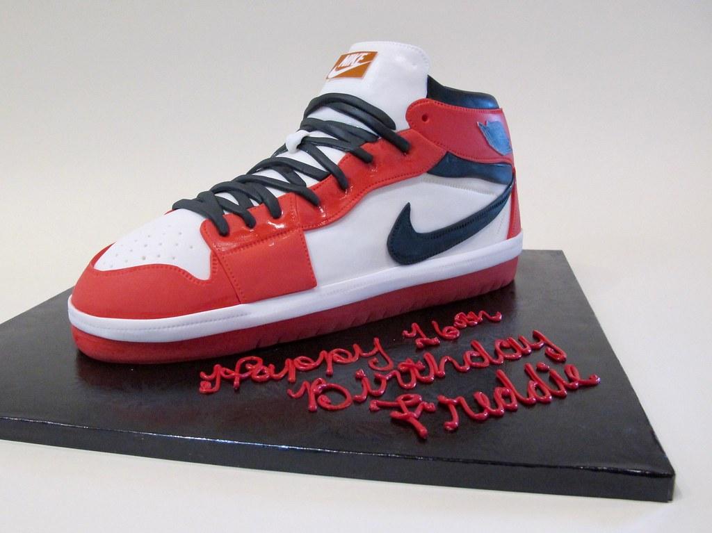 0112d705d24dda Retro Air Jordan 1 ~ 16th Birthday 301428 (Creative Cakes - Tinley Park    Naperville