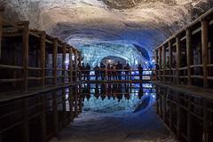 Espejo de Agua (Tato Avila) Tags: colombia colores cálido arquitectura reflejo espejo minadesal zipaquira cundinamarca perspectiva sal colombiamundomágico
