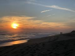 the walk (saudades1000) Tags: marthasvineyard edgartown southbeach casal praia entardecer poente pordosol beachwalk stroll couple beach sunset walk