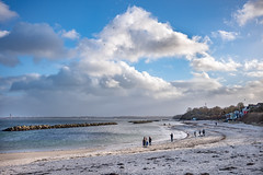 Beach life (Siebbi) Tags: beach strand baden swimming sky himmel schilksee newyearswalk neujahrsspaziergang ocean meer ostsee balticsea kielerförde kielfjord water wasser