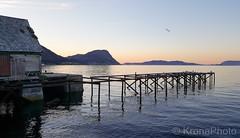 Evening seascape, Stadlandet, Norway (KronaPhoto) Tags: 2018 vår natur samsung sognogfjordane norway no stadlandet visitnorway seaview sea water seascape landscape pier birds seagull evening lines brygge aged