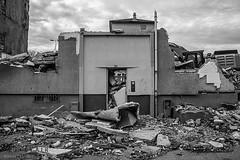 Alès Pres st jean-8604 (YadelAir) Tags: alès immeuble destruction pelleteuse débris démolition rue noiretblanc habitat hlm