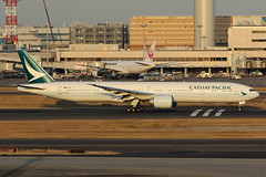 B-KPO, Boeing 777-300ER, Cathay Pacific, Tokyo Haneda (ColinParker777) Tags: cathay pacific cx cpa airlines airways air boeing 777 77w 777300er 777300 777367er airplane airliner aeroplane aircraft flying flight fly departure takeoff climb travel chek international airport canon 7d 7d2 7dmk2 7dmkii 7dii 200400 l lens pro zoom telephoto sky window cockpit jet rjtt hnd tokyo haneda japan 36160 843