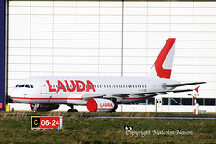 A320 OE-IHD LAUDAMOTION (shanairpic) Tags: jetairliner passengerjet a320 airbusa320 shannon iac eirtech laudamotion oeihd