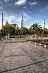 Paseos por Estambul (bardaxi) Tags: estambul istanbul turquía turkey europa europe nikon hdr photomatix photoshop perspectiva contraste exterior calle plaza arquitectura mezquita city urban islam street monumento
