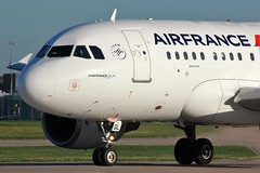F-GUGL (AnDyMHoLdEn) Tags: airfrance a318 skyteam egcc airport manchester manchesterairport 23l