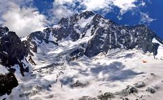 tensione superficiale (art & mountains) Tags: alpi alps retiche masino valmalenco cima creste ghiacciaio hiking punto linea superficie natura silenzio contemplazione grandioso spazio respiro volare vision dream spirit condivisione valsissone rifugiodelgrande