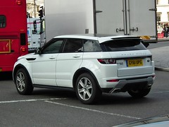 Range Rover Evoque (Meechu Body Kits) Tags: london uk white landrover kenjonbro fujihs10 trafalgarsquare rangeroverevoque charingcross sw1 fujifilmfinepixhs10 gy61upg