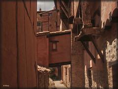 Albarracín, Teruel. (P e p a) Tags: albarracín pueblosconencanto aragón pueblos colores arquitectura
